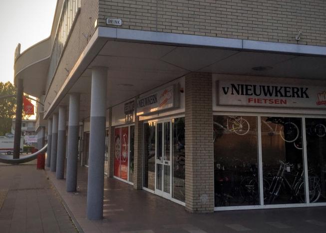 Van Nieuwkerk vertrekt van Winkelcentrum Middenhoven