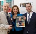 Burgemeester neemt eerste magazine in ontvangst