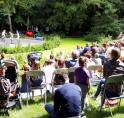 Circusschool Pretpiste treedt op in openluchttheater