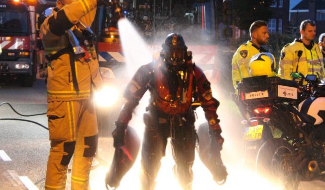 Grote zoekactie duikers in Amstel; auto te water