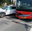 Auto en bus in botsing op kruising N196
