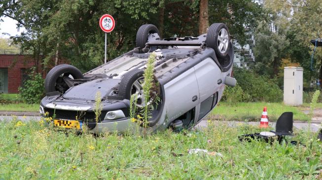 Opnieuw auto over de kop op Beneluxbaan