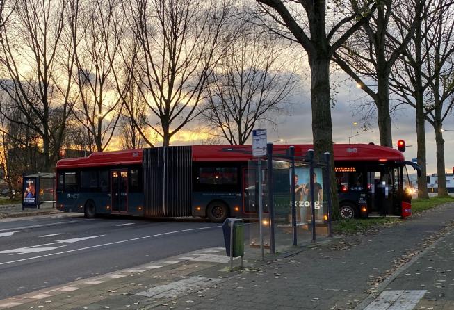 R-Netbus overdwars klem in Amstelveen Zuid