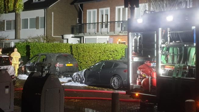 Porsche en BMW in vlammen op in Amstelveen Noord