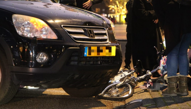 Ernstig ongeval Stadshart; fietsster dupe van botsing auto's