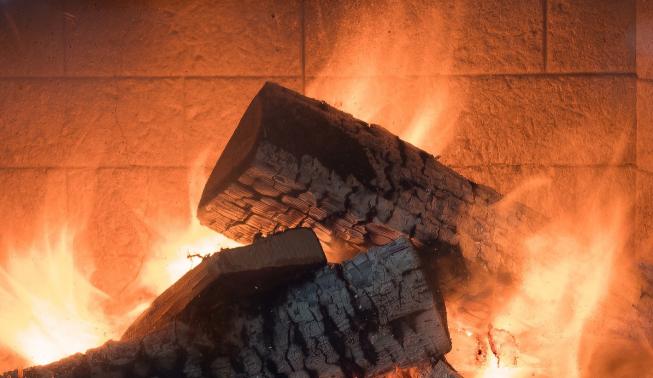 Amstelveen wacht mogelijk verbod op houtstook open haard