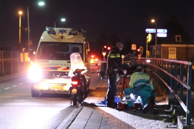 Scooterbestuurder gewond bij Amstelbrug