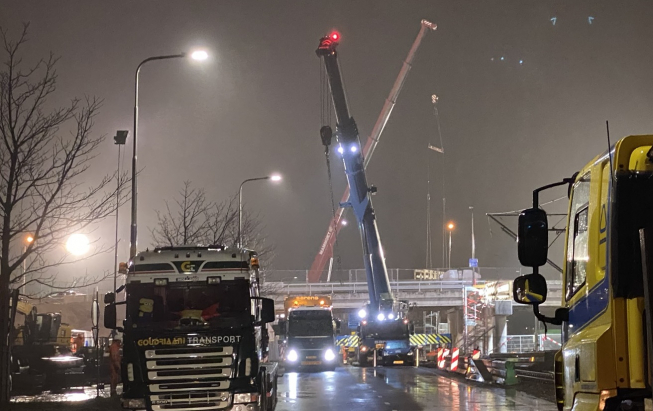 Mega-operatie viaduct Ouderkerkerlaan geslaagd