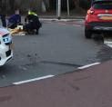 Auto in botsing met scooter op rotonde bij Kostverlorenhof