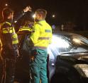 Auto botst op paal; passagier tegen voorruit