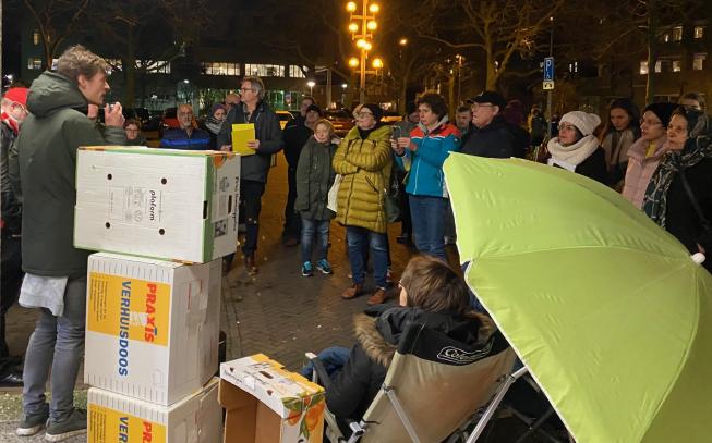 Protest bij raadhuis Amstelveen: actiegroep wil meer betaalbare woningen