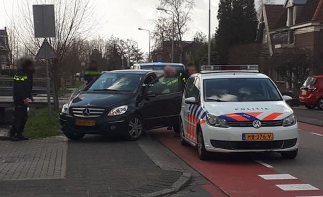 Politie rijdt gestolen auto klem op Legmeerdijk