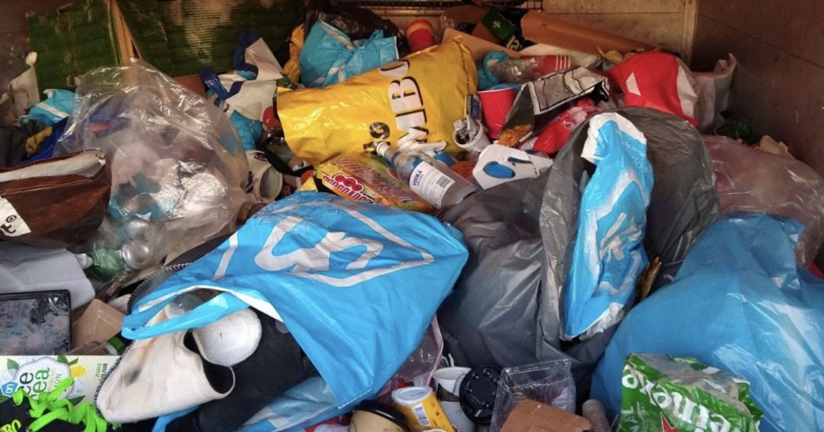 Enorme afvalberg van Amstelveense Poel gehaald - Amstelveenz.nl