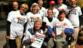 Amstelveners tekenen gretig voor petitie 'Red de Zorg'