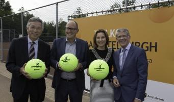 Nieuwe tennisbanen Aemstelburgh geopend