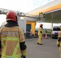 Platen van Shell Zijdelweg waaien los