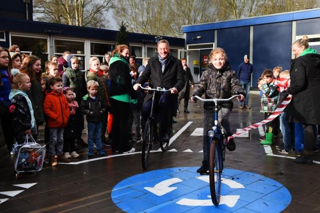 Ellermeijer opent Week van Verkeer in Nes aan de Amstel