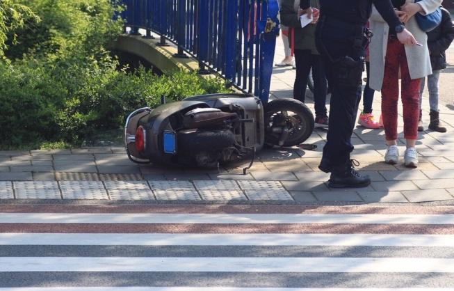 Scooter aangereden aan Groen van Prinstererlaan