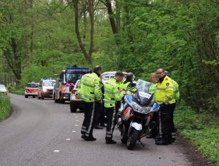 Auto crasht in bos na wilde achtervolging door Amstelveen