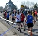 Veel kijkers bij Amstelbrug voor Marathon Amsterdam