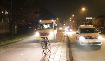 Fietser botst op scooter aan Handweg