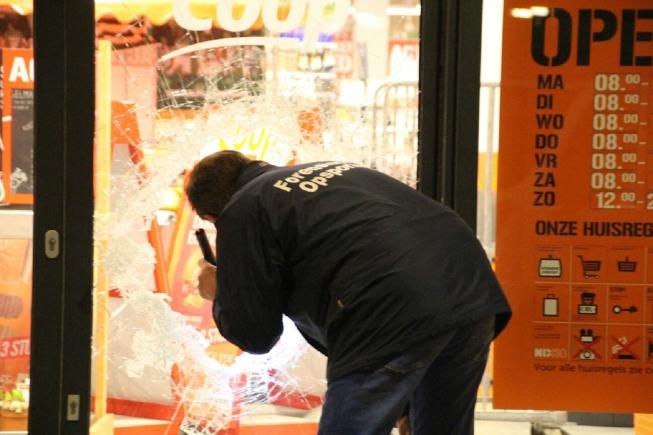 Geen buit voor overvallers supermarkt Van der Hooplaan