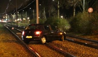 Weer auto op tramrails Lijn 51