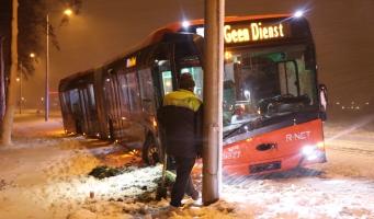 Bus raakt van de weg op Oranjebaan