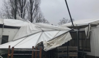 Dak van Witte School eraf gewaaid in storm