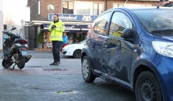Aanrijding scooter en auto op Amsterdamseweg