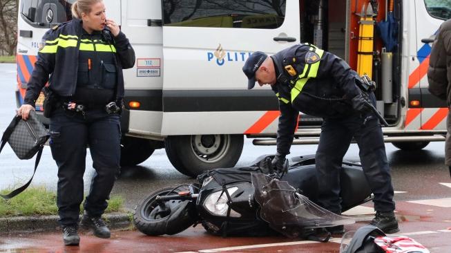 Scooterrijder gewond na aanrijding aan Bovenkerkerweg
