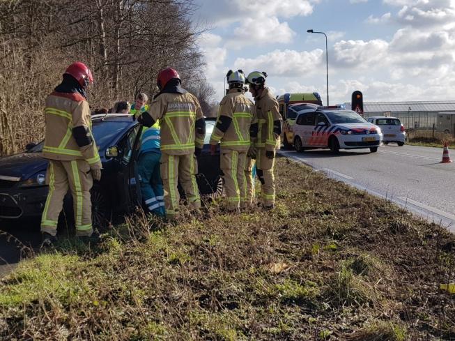 Kettingbotsing aan Bosrandweg; 2 gewonden