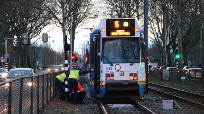 Tram 5 raakt van rails