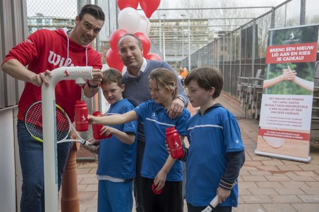 Tennispark Amstelpark pleit voor schoon drinkwater