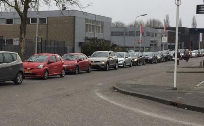 Amstelveners massaal in de rij voor gratis compost