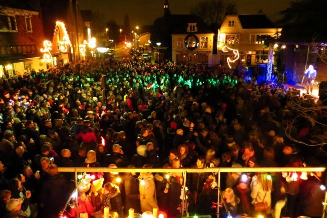 Kerstsamenzang Amstelveen: vele artiesten en winterse gezelligheid