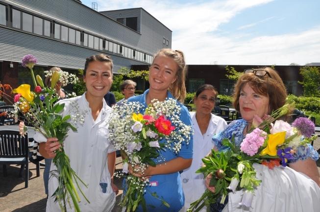 Ziekenhuis Amstelland verrast medewerkers met bos bloemen