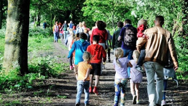 Kids genieten van avondvierdaagse in Amsterdamse Bos