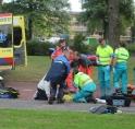 Vrouw zwaargewond bij val aan Onderuit