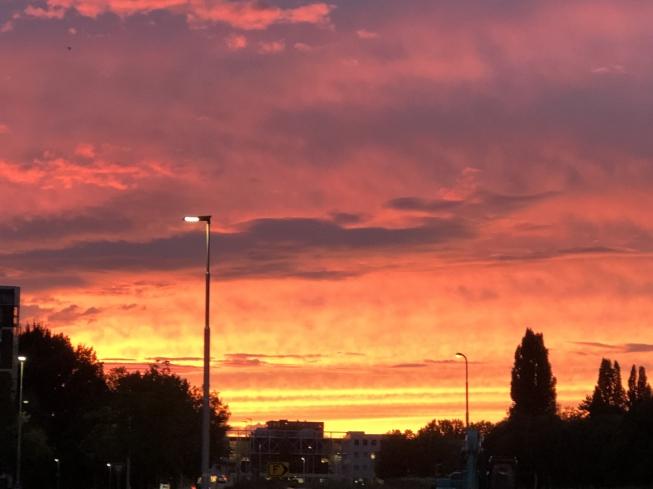 Betoverende avondlucht boven Amstelveen
