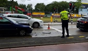 Kop-staartbotsing met taxi op Handweg