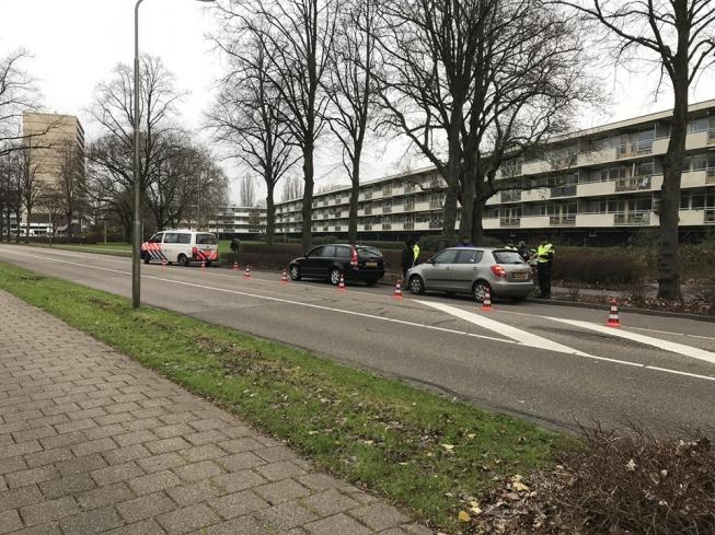 Wanbetaler loopt tegen de lamp bij verkeerscontrole