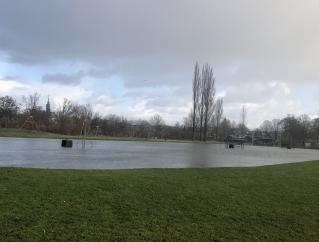 Landijsbaan Amstelveen staat vast onder water: kom maar op met de vorst