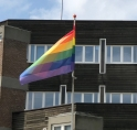 Amstelveen hijst regenboogvlag tegen homofobie