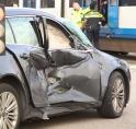 Auto gegrepen door sneltram 51 in Westwijk