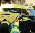 Fietsster gewond bij botsing met scooter Keizer Karelweg
