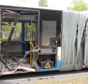 Vrachtwagen ramt bus op Beneluxbaan Amstelveen