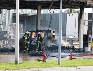 Brand bij tankstation in Oude Meer zorgt voor enorme rookwolken